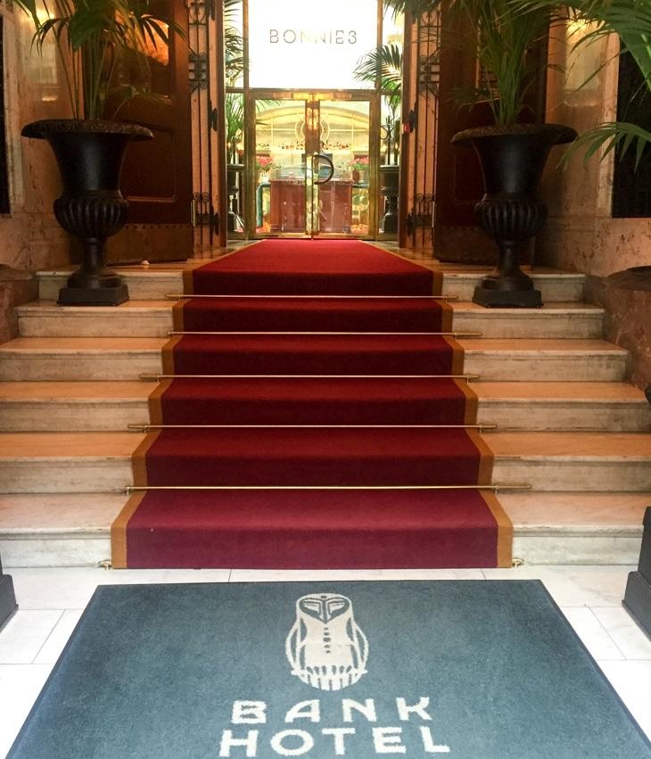 Entré till Bank Hotel, andas lyx.