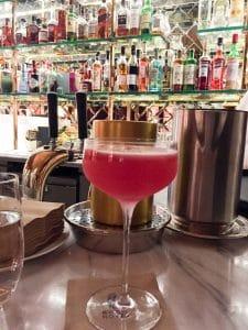 Drink i baren på Bank Hotel.